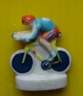 Fève  - Les Cyclistes - Cycliste  - Vélo Cyclisme -   Réf AFF 2000 70 - Sports