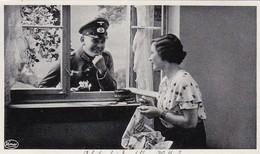 AK Deutscher Soldat Und Frau Beim Flirten - Arbeiten Bei Dem Schönen Wetter? - Patriotika - 1936 (45425) - Weltkrieg 1939-45