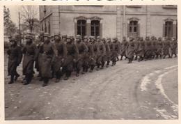PHOTO ORIGINALE 39 / 45 WW2 WEHRMACHT FRANCE LORRAINE PARADE DES SOLDATS ALLEMANDS - Guerra, Militari
