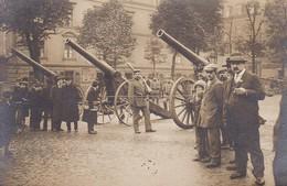 AK Foto Deutsche Soldaten Und Zivilisten Mit Geschützen - Artillerie  - 1. WK (45429) - Weltkrieg 1914-18