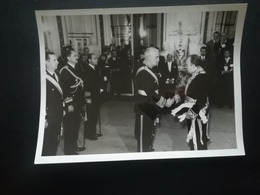 AMBASSADEUR DE BELGIQUE FÉLICITE LE GÉNÉRAL A. LANUSSE PRÉSIDENT DE L ARGENTINE ARGENTINA AMERICA PHOTO PRESSE FÊTE IND. - Personnes Identifiées