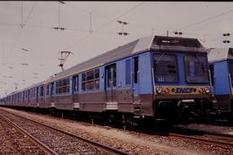 Photo Diapo Diapositive Slide Train Wagon Locomotive Rame Banlieue SNCF Z 6531 Le 25/06/1993 VOIR ZOOM - Diapositivas