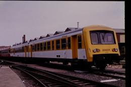 Photo Diapo Diapositive Slide Train Wagon Locomotive TER SNCF X8786 à Metz Le 26/06/1993 VOIR ZOOM - Diapositivas