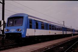 Photo Diapo Diapositive Slide Train Wagon Locomotive TER SNCF X 4434 Modernisé à Metz Le 26/06/1993 VOIR ZOOM - Diapositivas