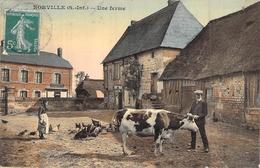 C P A 76 Seine Maritime Norville Une Ferme Vache Poules  Carte Animée Normandie Agricole - Frankreich