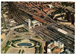 CPSM   87   LIMOGES   VUE AERIENNE DE LA GARE DES BENEDICTINS-  VOIES FERREES -  JARDIN CHAMP DE JUILLET- CITE COUTURES - Bahnhöfe Ohne Züge