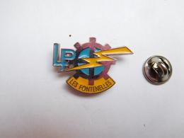 Superbe Pin's , Lycée Professionnel Les Fontenelles , Louviers , Eure - Cities