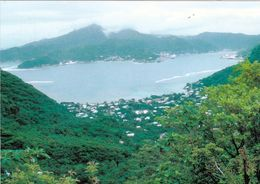 1 AK American Samoa * Blick Auf Den Hauptort Pago Pago Auf Der Insel Tutila - Luftbildaufnahme * - Samoa Americana