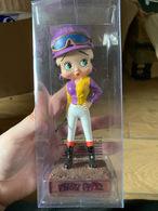 Figurine De Collection Betty Boop Modèle Jockey Neuve Non Deboxée - Figurines