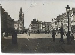 CARTE-PHOTO NORD WW1 DOUAI Occupation Allemande La Grand'Place (dim 9x13 Cms) - Douai