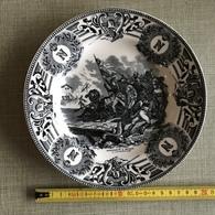 Ancienne Assiette En Porcelaine BOCH Fes LA LOUVIERE FABRICATION BELGE BONAPARTE A ARCOLE - Boch (BEL)