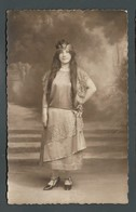Jeune Fille Adolescente Aux Cheveux Très Longs Robe De Satin Et Couronne Dorée Déguisement Carnaval PHOTO Carte - Postcards