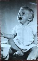 (2050) Baby Heeft Veel Verdriet ! - Bébés
