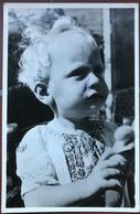 (2055) Baby Met Blond Haar - John Simons - Bébés