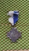 Medaille :Netherlands  -   1e Kledingdrachtenttocht 3-5-1969 - Rouveen / Vintage Medal - Walking Association - Nederland