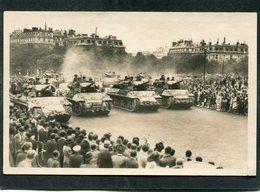 CPA - LIBERATION DE PARIS - Les Tanks De La Division Leclerc Place De L'Etoile, Très Animé - Guerre 1939-45