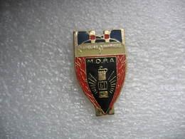 Pin's Grand Modele Des Sapeurs Pompiers Des (MDPA), Mines De Potasse D'Alsace) - Pompiers