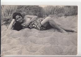 MADAGASCAR - Type De Femme, Seins Nus. Sur La Plage - South, East, West Africa