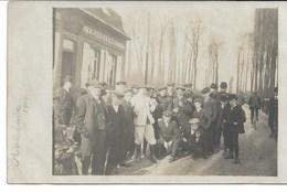 CARTE-PHOTO NORD Course PARIS-ROUBAIX 1910 Route De FOREST-SUR-MARQUE Un Contrôle Et La Foule Attendant Les Coureurs - Cyclisme