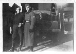 SECONDE GUERRE SOLDATS DE LA WEHRMACHT DEVANT UN CAMION PHOTO ORIGINALE 8.50 X 6 CM - Guerre, Militaire