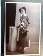 CP PHOTO JEUNE FILLE  1935     ATELIER JEROME SUCCURSALES EN ANGLETERRE HOLLANDE - Moda