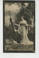 FEMMES - FRAU - LADY - Jolie Carte Fantaisie Portrait Femme Artiste Peintre Avec Chevalet Et Enfant Nu - Women