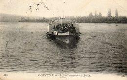 LA BOUILLE....l ELAN Arrivant A Bouille - Ships