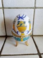 Oeuf En Porcelaine Décor Fruits Fermeture Fleur ( D'autres Sur Le Site) - Oeufs