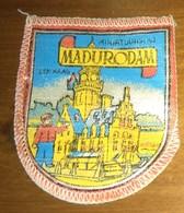 WAPENSCHILD : MADURODAM (1960). - Blazoenen (textiel)