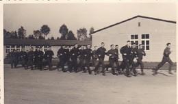AK Foto Gruppe Deutsche Soldaten Beim Morgensport - 2. WK (45461) - Weltkrieg 1939-45