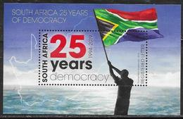 SOUTH AFRICA, 2019, MNH, 25 YEARS OF DEMOCRACY, FLAGS, S/SHEET - Francobolli