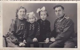 AK Foto Deutscher Soldat Mit Frau Und Kleinen Mädchen - Familie - 2. WK (45463) - Weltkrieg 1939-45