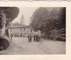 PHOTO ORIGINALE 39 / 45 WW2 WEHRMACHT FRANCE PICARDIE ARRIVÉE DES SOLDATS DANS UN VILLAGE - Guerra, Militari