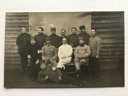 Foto Ak Prisonniers De Guerre Francais Brassard Croix Rouge Soldats Uniform - Weltkrieg 1914-18