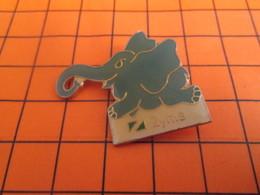 719 Pin's Pins / Beau Et Rare / Thème ANIMAUX / ELEPHANT GRIS BLEU EN TRAIN DE COURIR ZYME - Animales