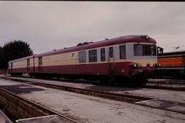 Photo Diapo Diapositive Slide Train Wagon Autorail XP 94757 De La Poste Le 09/8/1993 VOIR ZOOM - Dias