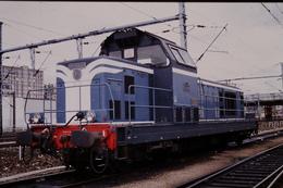 Photo Diapo Diapositive Slide Train Wagon Locomotive Diesel SNCF BB 66438 à La Villette Le 08/10/1993 VOIR ZOOM - Diapositivas