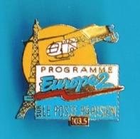 PIN'S //   ** PROGRAMME EUROPE2 / LE POSTE PARISIEN Sur 103.5 ** - Medios De Comunicación