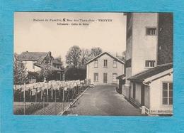 Maison De Famille, 5, Rue Des Tauxelles. - Troyes. - Infirmerie - Salle De Bains. - Troyes