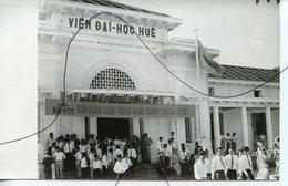 PHOTO ANIMÉE .VIETNAM .Viêt-Nam .Une Rue. MOTO, Mobylette, Solex, Scooter. VIEN DAI-HOC HUE - Luoghi