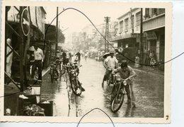 PHOTO ANIMÉE .VIETNAM .Viêt-Nam .Une Rue. MOTO, Mobylette, Solex, Scooter. - Places