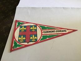 Écusson Fanion En Plastique   Blason Tissus Clermont-Ferrand En L'état - Ecussons Tissu
