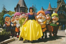 Welcome To Fantasyland, Disneyland  Snow White And The Seven Dwarfs Are On Hand To Greet You. - Disneyland