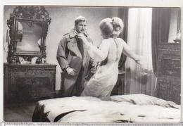 Romania Old Uncirculated Postcard - Movie Stars - Ken Clark And Daniela Bianchi - Acteurs