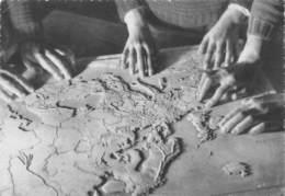 MONTPELLIER - Institution Des Sourds-Muets Et Jeunes Aveugles - Leçon De Géographie - La Carte En Relief - Montpellier