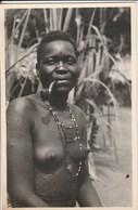 UNE INDIGENE FUMEUSE DE PIPE 462M - Afrique