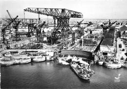 ¤¤   -   SAINT-NAZAIRE  -  Les Chantiers Maritimes - Cale Du Jean-Bart Et Le Grande Grue - Cargo En Construction  -   ¤¤ - Saint Nazaire