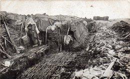 - Dans Une Tranchée Conquise, Nos Poilus Guettent L'ennemi - - Guerra 1914-18