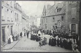 CPA 29 ROSCOFF - Rue De L'Eglise - Procession De Sainte Barbe - ND 429 - Réf. E 191 - Roscoff