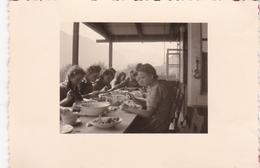 PHOTO ORIGINALE 39 / 45 WW2 WEHRMACHT ALLEMAGNE BRAMBERG JEUNES FILLES ALLEMANDE B.D.M LA CANTINE - Guerra, Militares